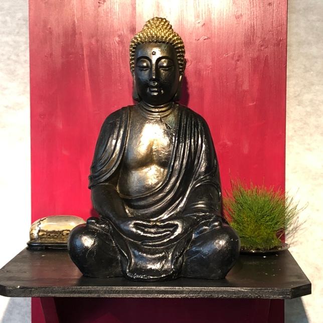 Buddha mit Beistellpflanze